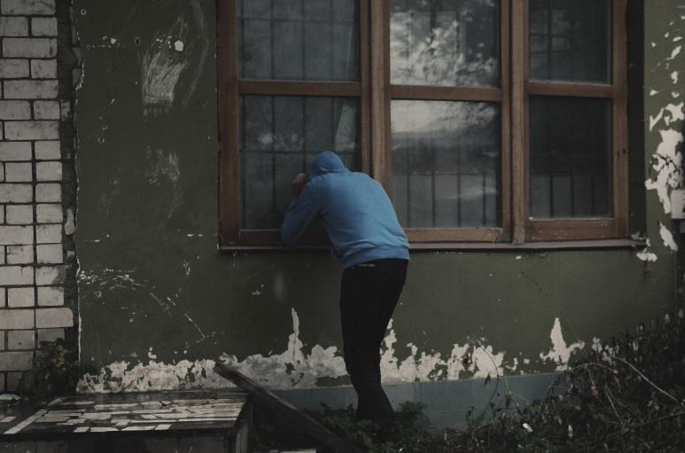 ladrón de casas ventana