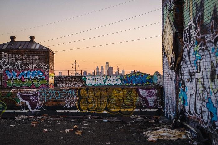 graffitis en paredes de viviendas